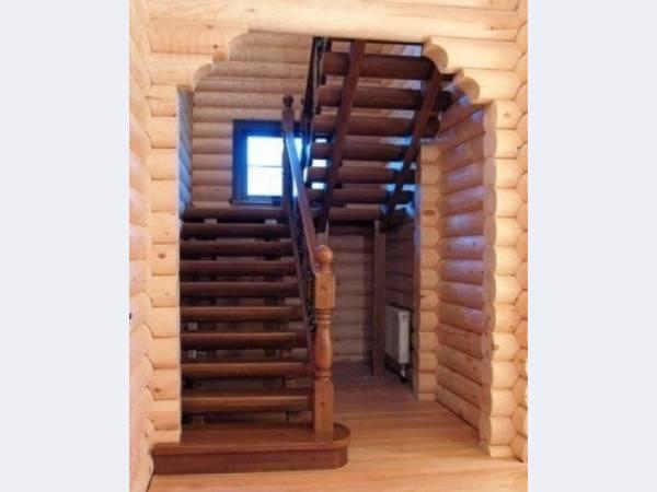 изготовление лестниц для загородного дома