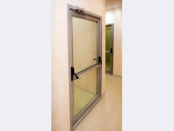стальная противопожарная дверь с остеклением более 25
