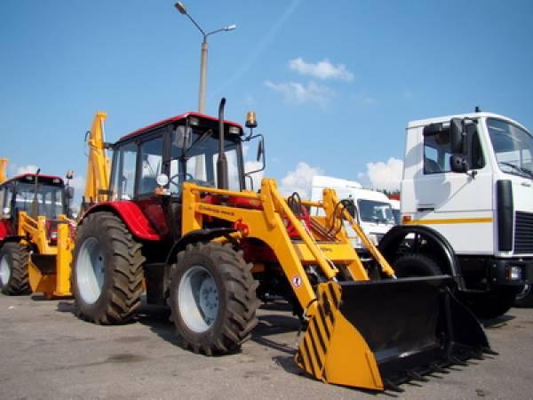 Экскаваторы-погрузчики, трактора МТЗ, коммунальная техника из Беларуси