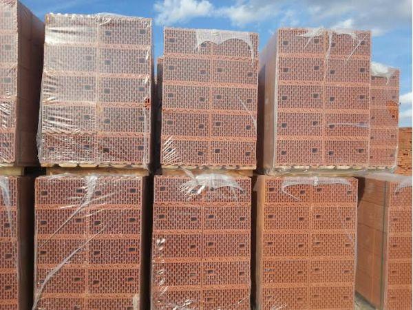Крупноформатные поризованные блоки, керамоблоки или теплая керамика.
