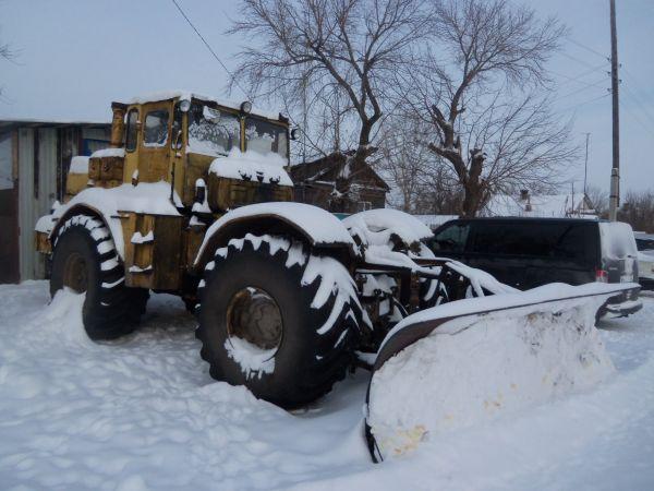 Колесный трактор - бульдозер К-701 Кировец.
