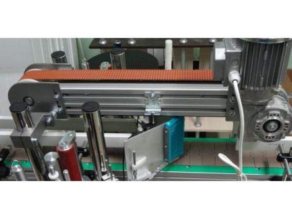 Прижимной конвейер, прижимной механизм, этикетировщик, верхний прижим