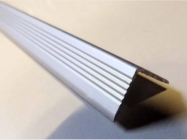 Уголок нержавеющий AISI 304 30,0х30,0х1,5 шлифованный