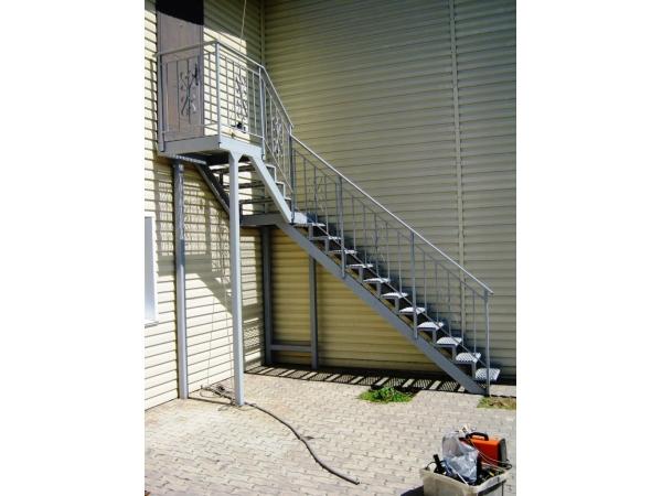Ёвакуационные наружные и внутренние лестницы.