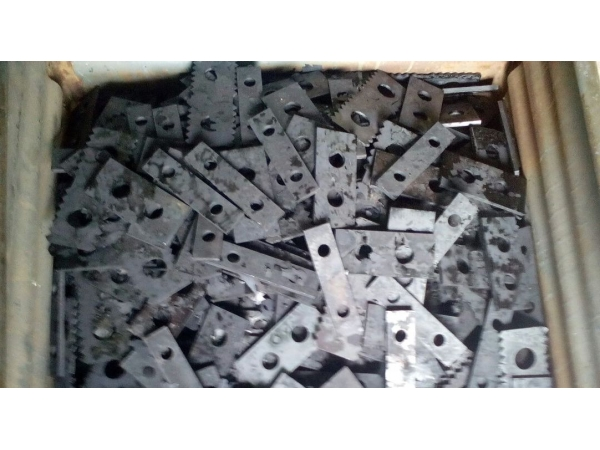 Молотки (ножи, бичи) дробилки ДДМ 165х50х3 ст. 65Г