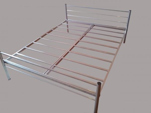 Трехъярусные металлические кровати