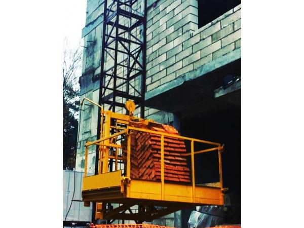 Строительный мачтовый подъемник ПМГ 2000 кг