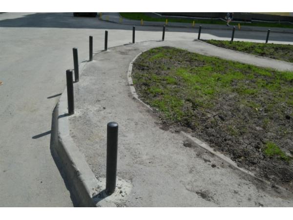 Тротуарные столбики металлические
