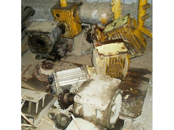Продаём б/у электродвигатели, редукторы и разное пищевое оборудование.