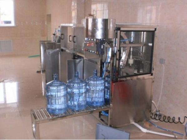 Мoнoблoк рoзливa питьeвoй вoды в 19 л. «QGF-150», 140 б/час