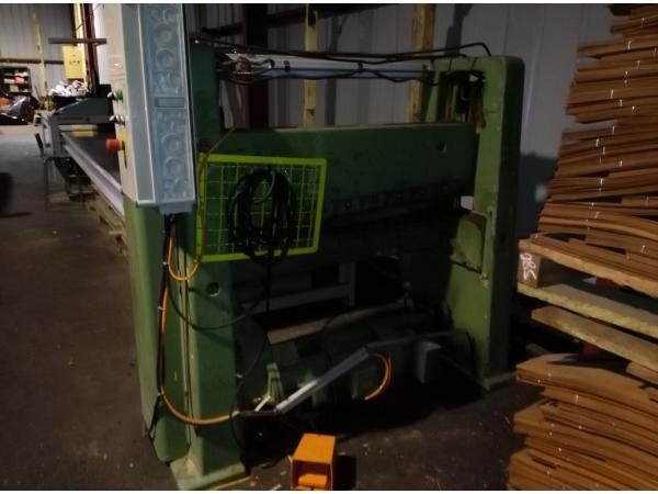 Гильотина для торцовой прирезки пачек строганого шпона Модель RFR 1000