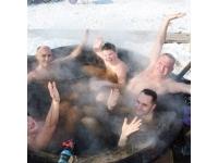 Чугунный чан для купания над костром. Чугунная баня
