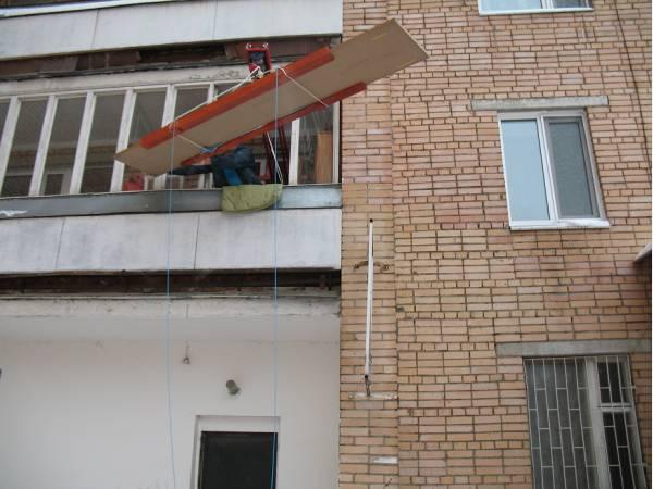 Подъем негабаритных и тяжелых грузов на этаж без лифта в Москве.