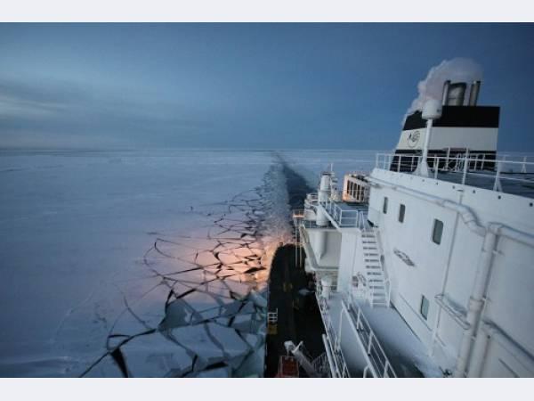Танкер «Газпрома» впервые перевез СПГ по Северному морскому пути