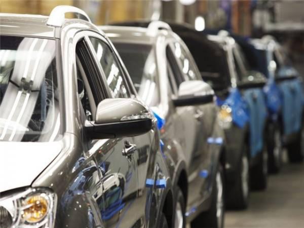 Продажи автомобилей в России могут сократиться на 24%