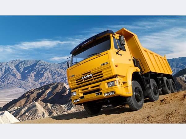 Продажи грузовиков в России упали вдвое за четыре месяца