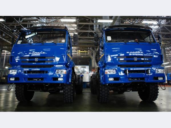 КАМАЗ передал 200 единиц техники транспортной компании